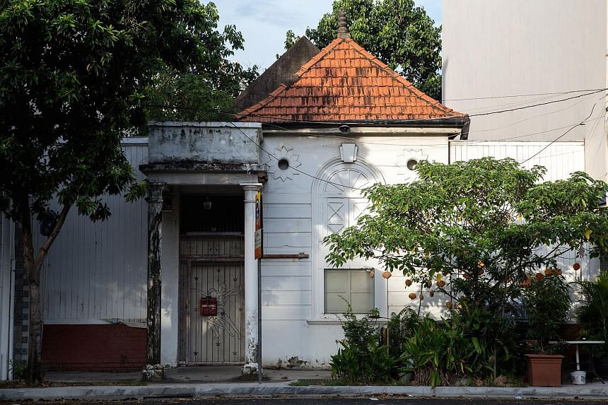 263 Outram Road - The abandoned premises of the former Pohsan Dance Studio. It used to be the workplace and living quarters of Mr Low Poh San and his wife, Ms Jenny Quek, who were Singapore professional ballroom dance champions in the 1940s and 1950s