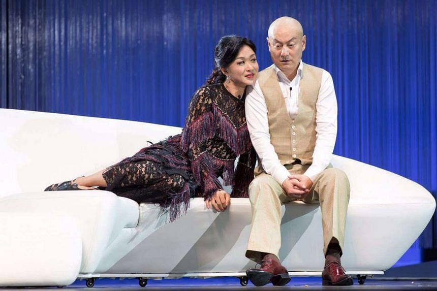 The dog Sylvia (played by Jin Xing, left) bonds with a man (Guan Dongtian, right), who finds it at a park.