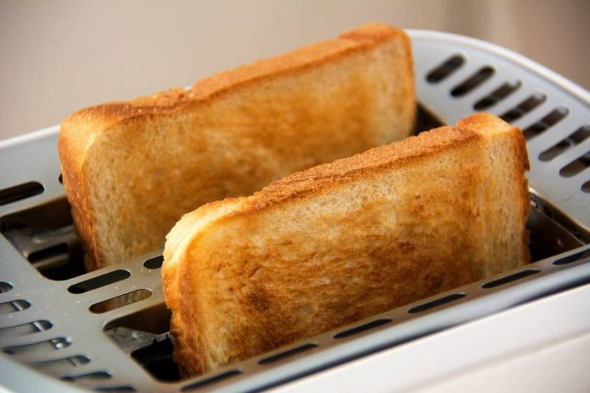 Browned toast could pose a cancer risk, according to a British public health agency.