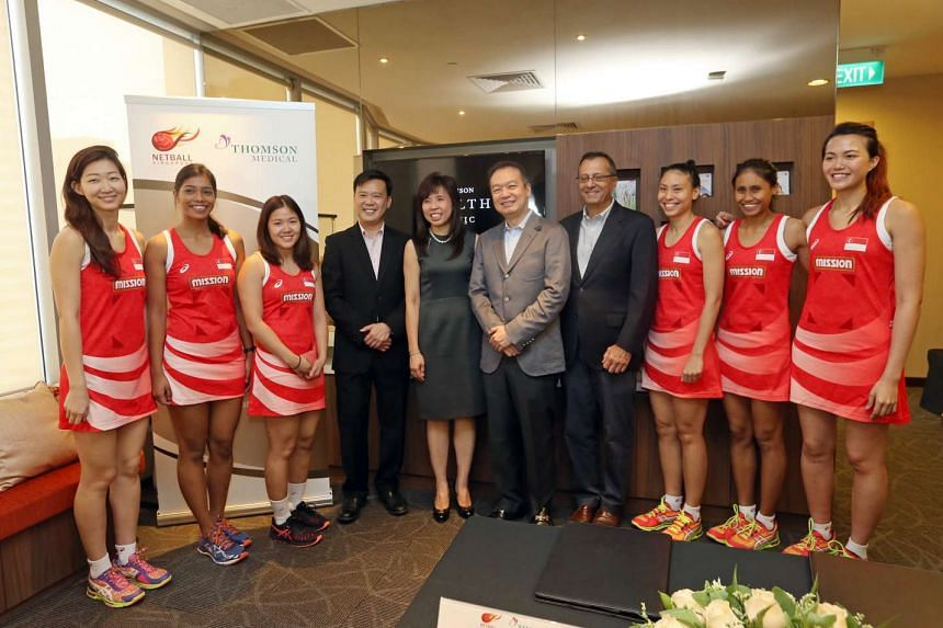 Thomson Medical announced on Wednesday (Jan 25) a three-year partnership with Netball Singapore. (From left) Charmaine Soh, Aqilah Andin, Kimberly Lim, CEO of Thomson Medical Dr Lam Kian Ming, President of Netball Singapore Jessica Tan, Executive Cha