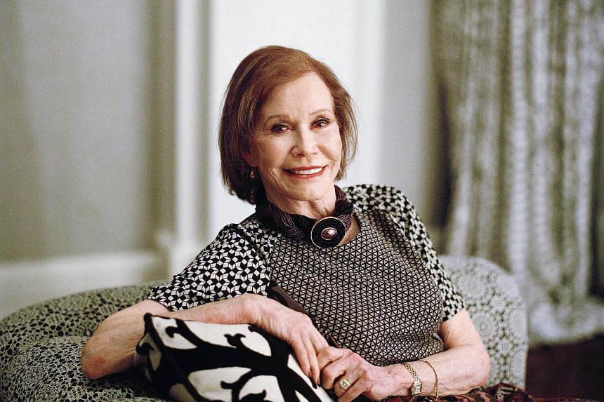 Mary Tyler Moore's death was caused by cardiopulmonary arrest after she had contracted pneumonia.