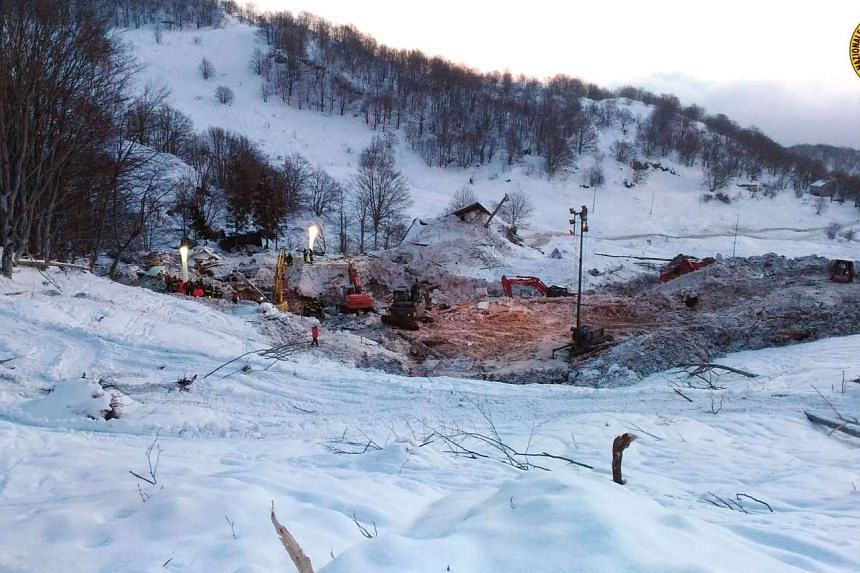 Rescuers have pulled the last two dead bodies from the wreckage of a hotel in central Italy that was razed by an avalanche last week.