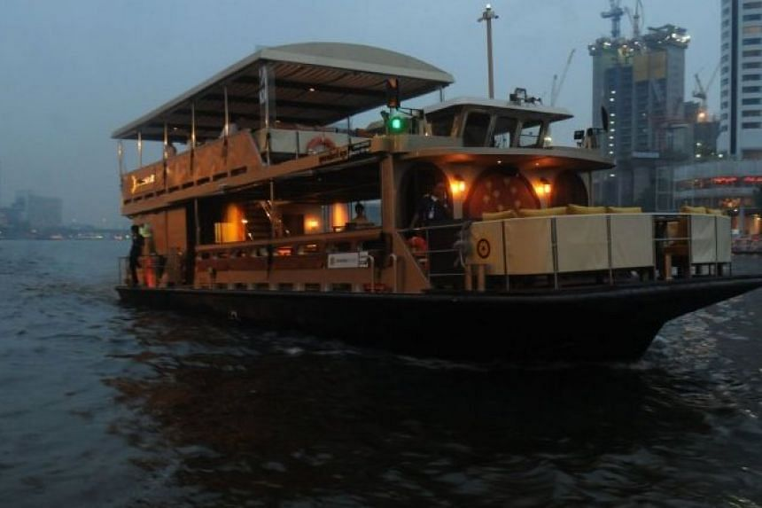 Supanniga Eating Room has introduced a dinner cruise, which sails along the Chao Phraya River.