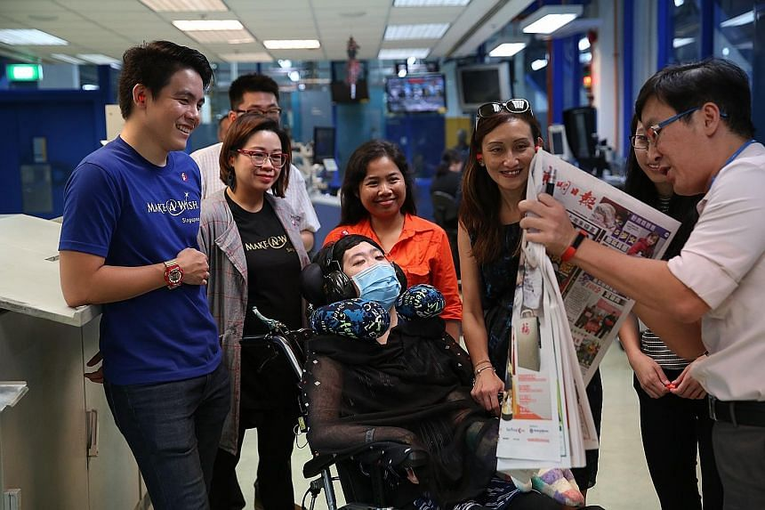 Mr Koo (far right) explaining the quality control process for printed newspapers to Jameen, who was accompanied by (from far left) two Make-a-Wish Foundation representatives, her helper, her mother Cecilia Ng and her sister Janice (partially hidden).