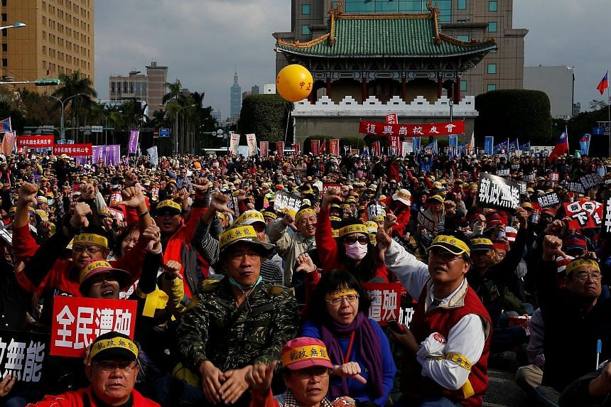 Protesters at a rally to oppose the overhaul of pension funds for the military and civil service, outside the Presidential Office in Taipei, on Sunday. If nothing is done, pensions for retired military personnel could default in just three years by 2