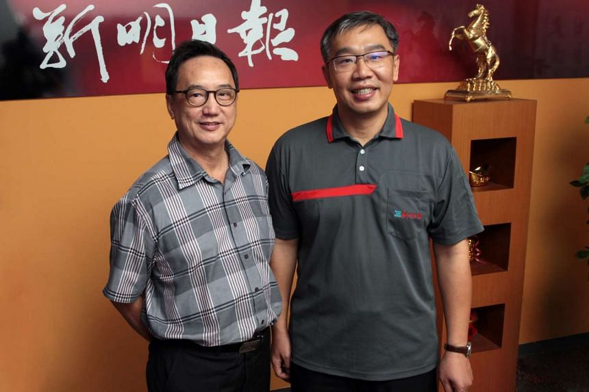 Shin Min Daily News editor Pan Cheng Lui (left) will retire from his post on Feb 24 and will be succeeded by current associate editor Choo Chee Wee.
