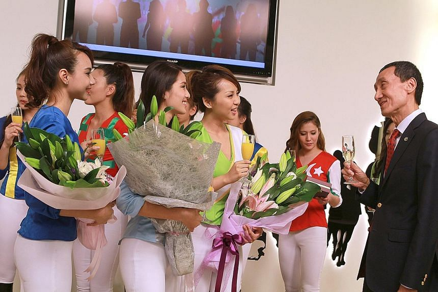 Outgoing Singapore Turf Club president Yu Pang Fey congratulating the winners of STC's Turf Belle contest in 2014.