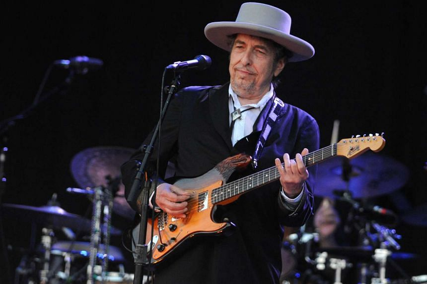 Bob Dylan's new album, Triplicate, will be out on March 31. It  will be his first three-disc album and his third successive album consisting of covers of tunes performed by Sinatra.