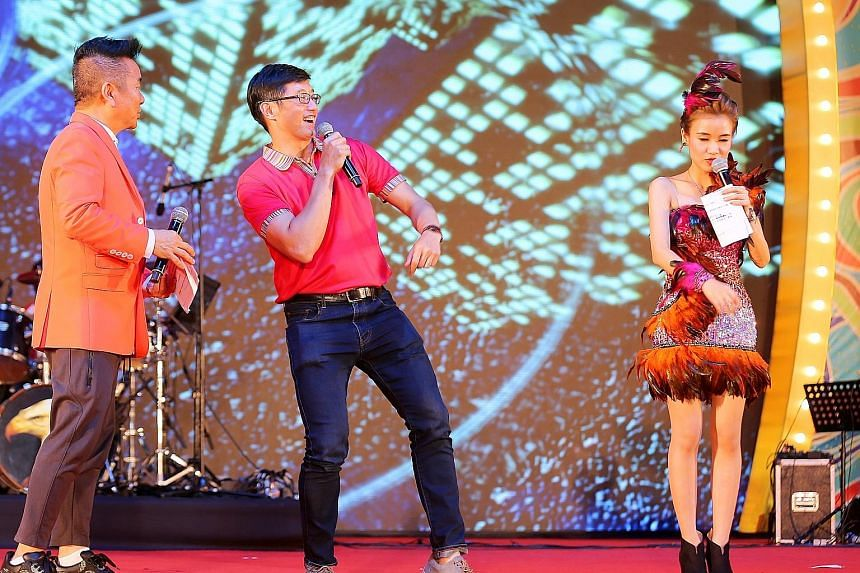 Chinese New Year revellers at the River Hongbao carnival held at The Float @ Marina Bay last night were serenaded by Minister of State for Manpower Teo Ser Luck. Mr Teo, the guest of honour at the event, sang the Chinese pop song Moonlight In The Cit