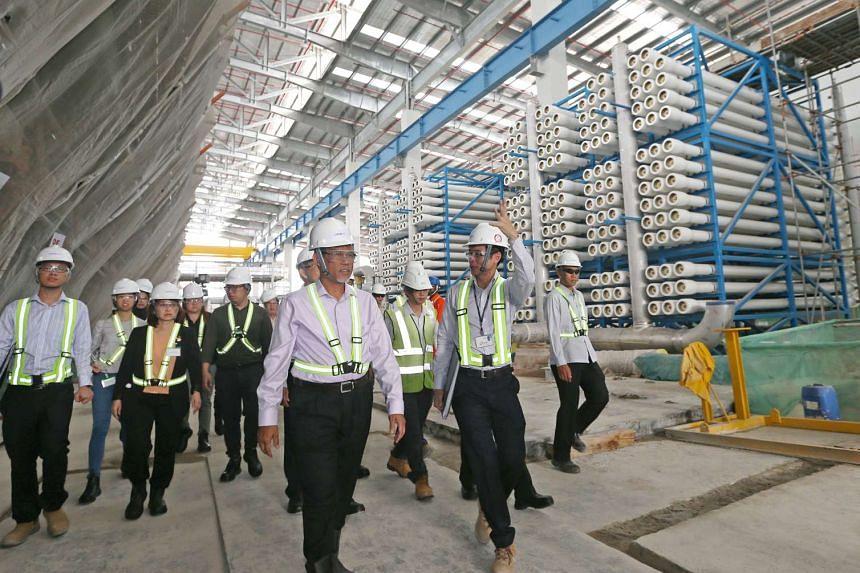 Mr Masagos Zulkifli was shown the Tuas Desalination Plant 3 facility by Mr Hew Kit San (right), on Feb 7, 2017.