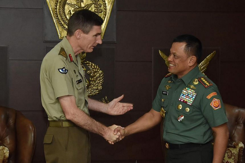 Indonesian Military Chief Gatot Nurmantyo (right) and Chief of Australian Army Angus Campbell pose for a photo at the military headquarters in Jakarta.