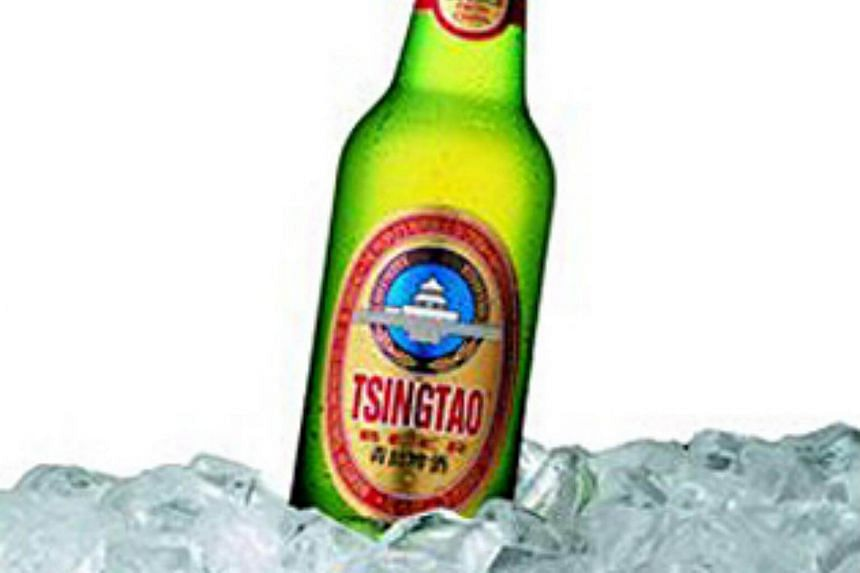 Carlsberg, the Danish beermaker, is weighing the purchase of a 20 per cent stake in China's Tsingtao Brewery Co.
