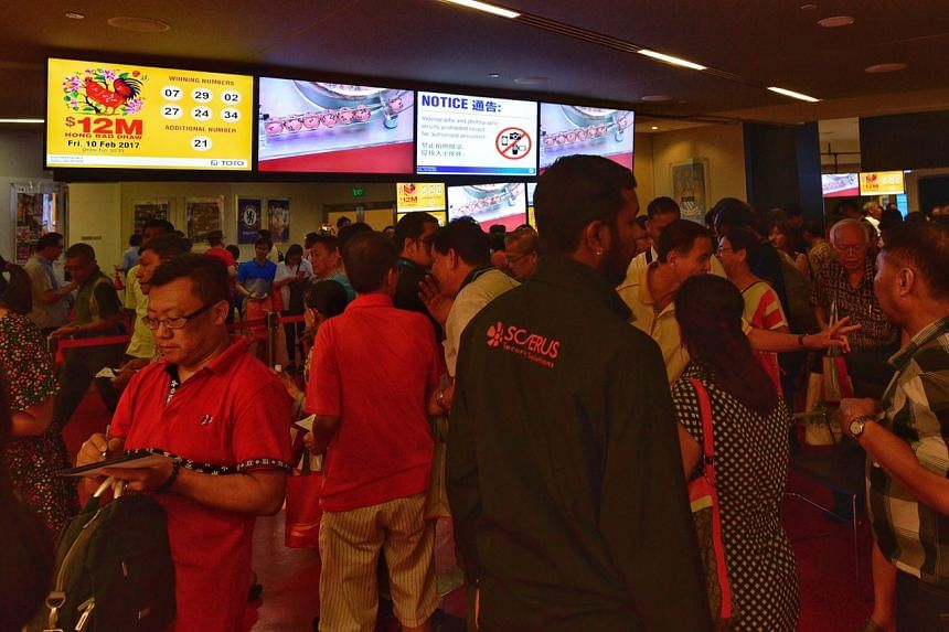 People gathering at the Singapore Pools Building at 210 Middle Road on Feb 10, 2017, during the announcement of the winning numbers for the Toto Hongbao Draw.