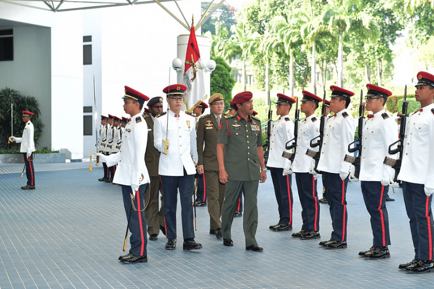 General Dato' Sri Zulkiple Bin Haji Kassim inspecting the Guard of Honour at the Ministry of Defence.