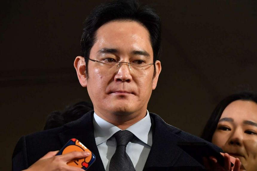 The South Korean special prosecutor's office will decide whether to request an arrest warrant for Samsung Group chief Jay Y. Lee (pictured) by Feb 15, 2017.