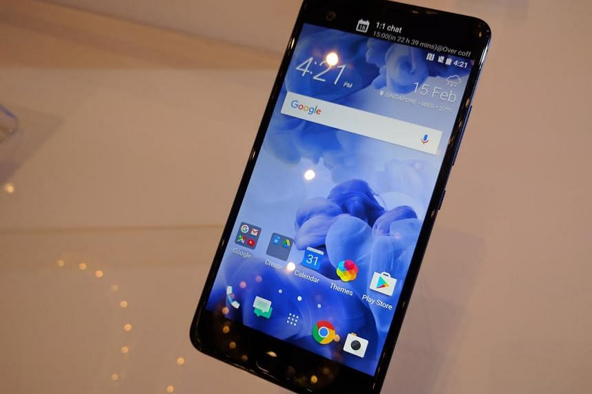 """The 5.7"""" U Ultra phablet, available from Feb 25, features a quad HD screen and comes with a dual-screen setup - an always on bar on the top right filled with customisable shortcuts or notification alerts."""