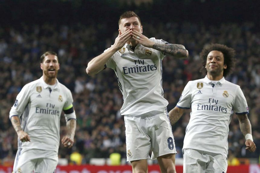 Real Madrid's German midfielder Toni Kroos (C) celebrates after scoring the 2-1 goal.