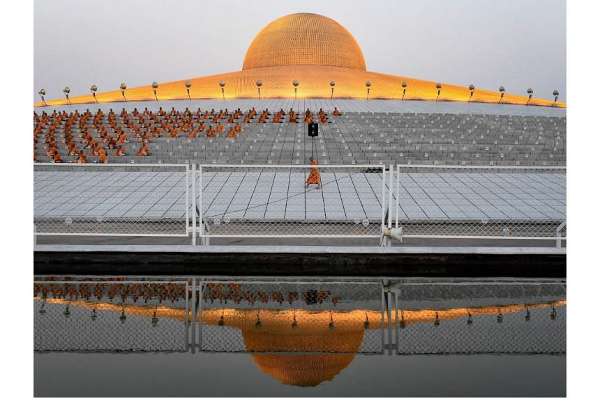 Thousands of officers are involved in the search for monk Phra Dhammachayo, who is believed to be holed up in the vast Wat Dhammakaya temple grounds.