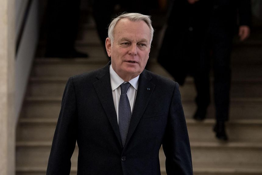 French Foreign Minister Jean-Marc Ayrault said in an interview with Journal du Dimanche, that it is clear which candidates Russia prefer in the French electoral campaign.