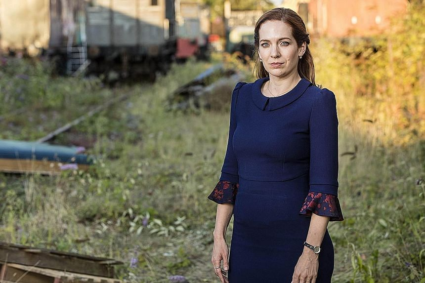 In Humans, Katherine Parkinson plays lawyer Laura Hawkins, who is threatened at first by the robotic Synths, but later tries to help their cause.