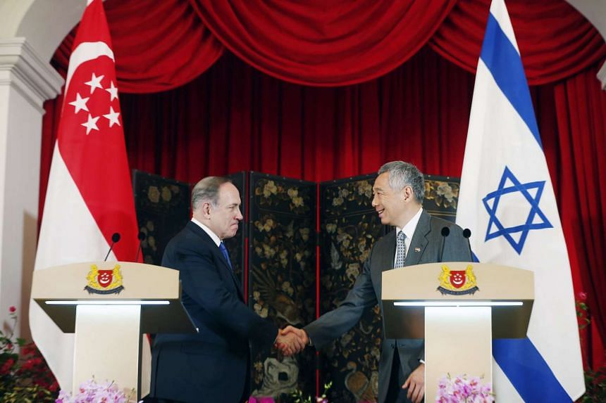 Singapore Prime Minister Lee Hsien Loong (right) shaking hands with Israeli counterpart Benjamin Netanyahu at the Istana on Feb 20, 2017.