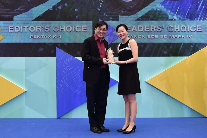 Mr Edwin Teoh, head of marketing, Singapore Operations, Canon Singapore, receiving the award for the best DSLR (Readers' Choice: Canon EOS 5D Mark IV) from ST Managing Editor Fiona Chan at the ST Digital Awards on Feb 21, 2017.