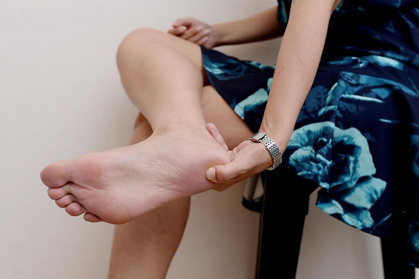 Heel pain can affect everyone. There are many possible causes, such as stress fracture of the heel bone, bursitis and connective tissue injury.