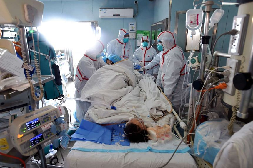 An H7N9 bird flu patient is treated at a hospital in Wuhan, in central China's Hubei province, on Feb 12, 2017.