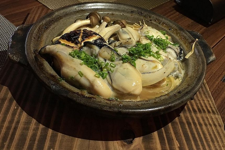 Grilled Oyster On Ceramic Plate at Kanda Wadatsumi.