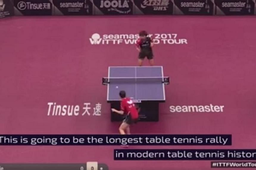 Dutch veteran Li Jie and Japan's Hitomi Sato chose to stick to their chopping styles instead of attacking in the third game of their women's singles match.