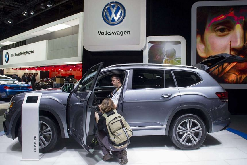 Attendees look at the new Volkswagen Atlas SUV during the 2017 North American International Auto Show, Jan 9, 2017.