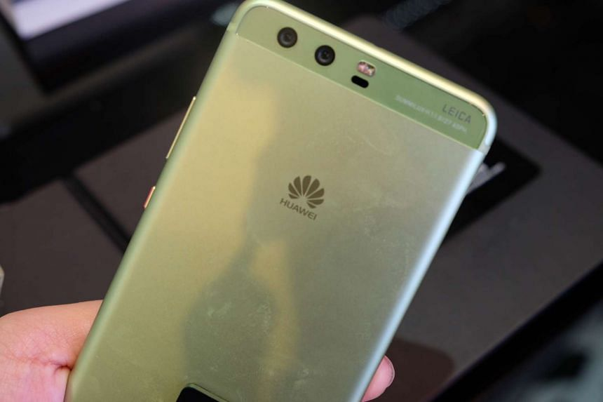 Both Huawei P10 and P10 Plus sport a dual-Leica camera setup on the rear, with a 20-megapixel monochrome lens and a 12-megapixel colour lens.