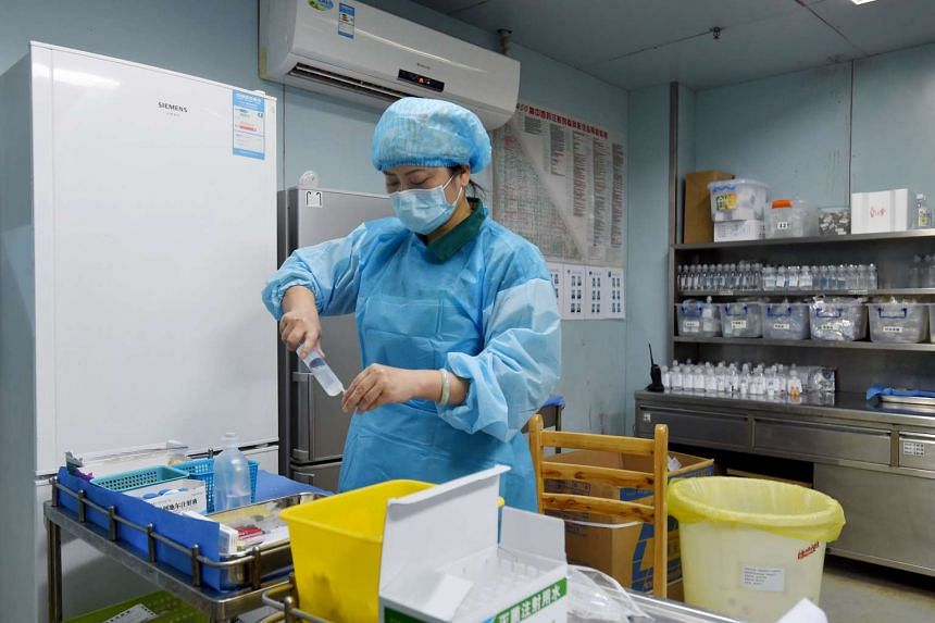 A nurse preparing medication for an H7N9 bird flu patient in a hospital in Wuhan, central China's Hubei province, on Feb 12, 2017.