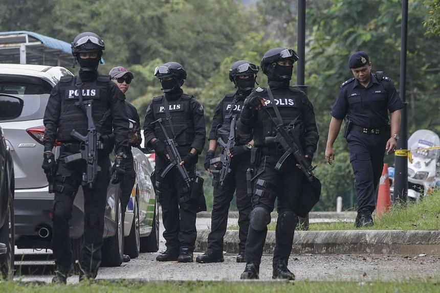 Armed members of the Royal Malaysia Police (RMP) from the Special Task Force On Organised Crime (STAFOC) division secure the area at the Sepang Court Complex on March 1, 2017.