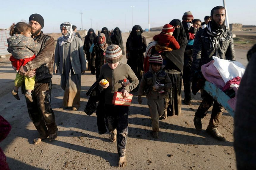 Displaced Iraqis flee their homes, as Iraqi forces battle with Islamic State militants, in western Mosul, Iraq on March 5, 2017.