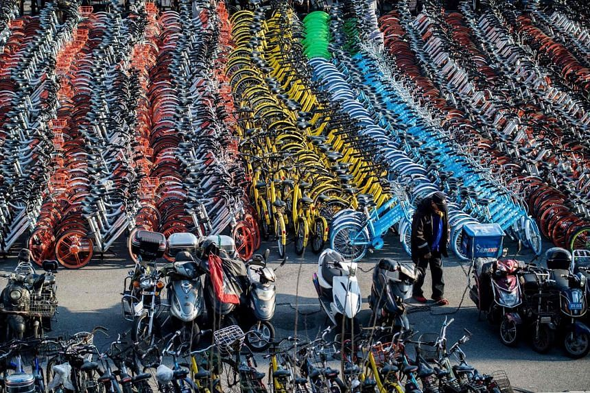 Impounded bicycles from service providers Mobike and ofo spotted in Shanghai last Wednesday. While hailed as a way to tackle traffic jams and pollution, bike sharing has become viewed as a nuisance in some communities, with the two-wheelers often lef