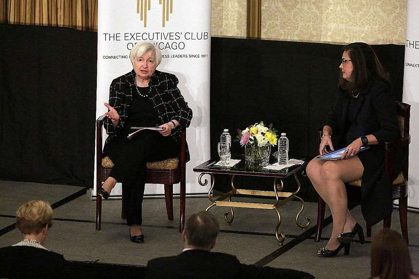 Ms Janet Yellen said at a luncheon at The Executives' Club of Chicago that she had not referenced the economic impact of an expansionary fiscal policy in discussing the outlook for interest rates.