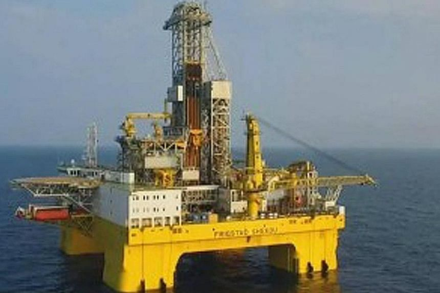 The Bluewhale 1 has a maximum operating depth of 3,658m, and can drill a further 15,240m into the earth's crust. The Hope 6, a floating platform for oil production, storage and unloading, can hold up to 44,000 barrels of crude oil. The Jiaolong desce
