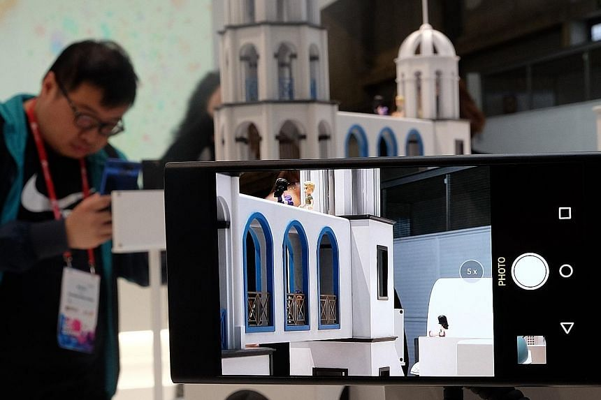 Oppo's latest smartphone camera technology, which the Chinese firm announced at the Mobile World Congress 2017, allows for 5x optical zoom.