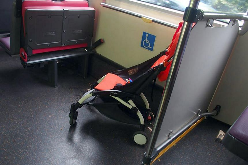 Parents and caregivers are fully responsible for the safety of the child when on board the bus, and should hold onto the open stroller throughout the journey.