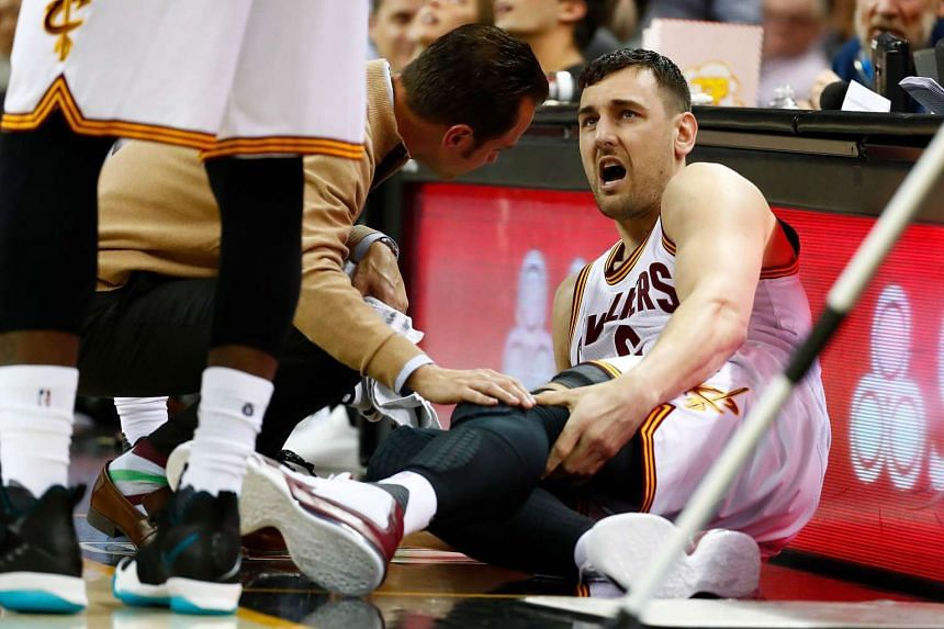 Bogut reacts after getting hurt in the first half while playing the Miami Heat on March 6, 2017.