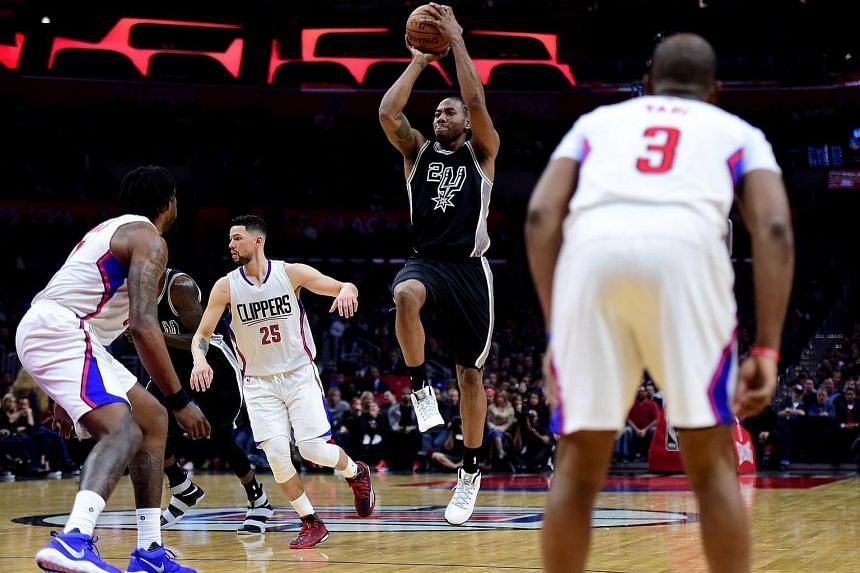 Kawhi Leonard of the San Antonio Spurs shoots during a match with the LA Clippers at Staples Centre in Los Angeles, California on Feb 24, 2017.
