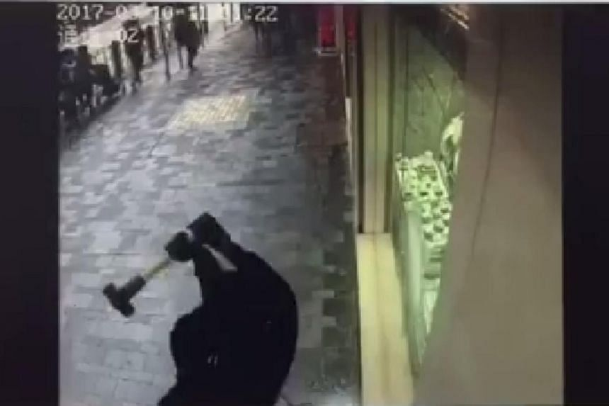 A man walks up to a jewellery shop in Tsim Sha Tsui with a sledgehammer, smashing the display window.