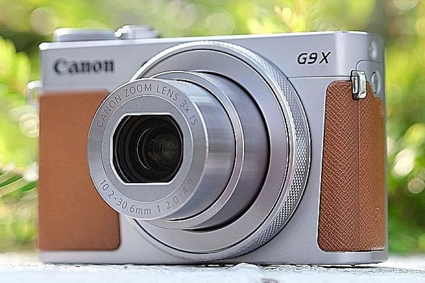 The Canon PowerShot G9X Mark II shares a lot of similar features as its predecessor but sports the new Digic 7 engine.
