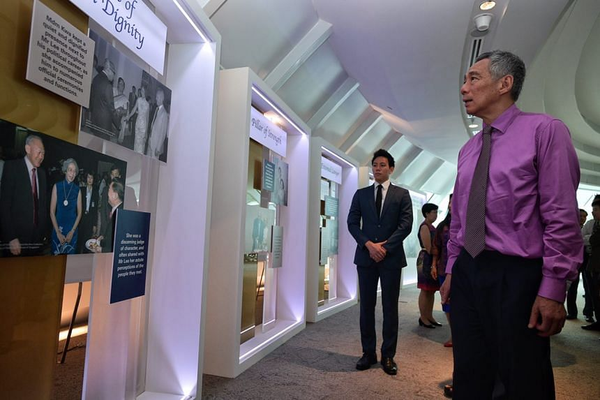 PM Lee Hsien Loong looking at the exhibition on his mother Kwa Geok Choo at the Kwa Geok Choo Law Library at the SMU School of Law.
