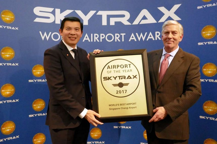 Mr Lee Seow Hiang, CEO of Changi Airport Group (left) receiving the Skytrax World's Best Airport Award from Mr Edward Plaisted, CEO of Skytrax (right).