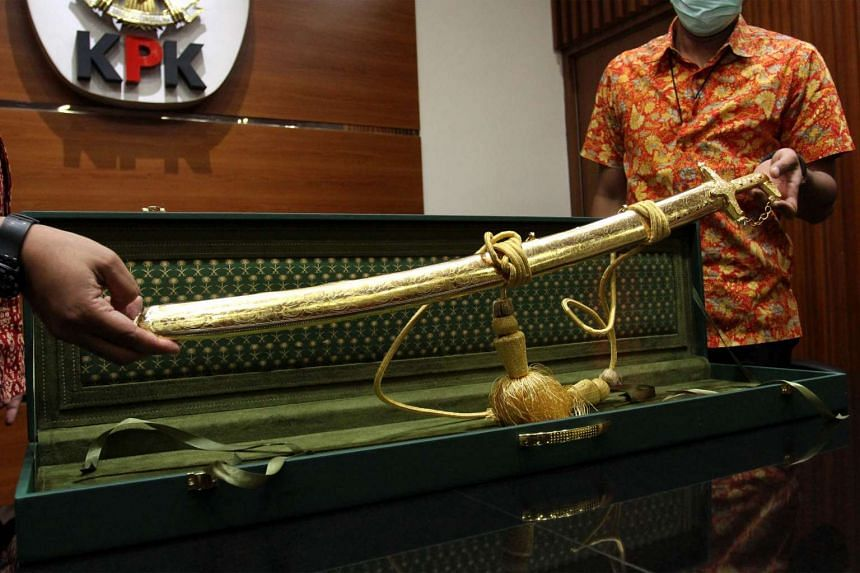 KPK officers displaying a customised Arabian sabre that was presented to the National Indonesian Police as a gift ahead of the visit of King Salman Abdulaziz Al Saud earlier this month.