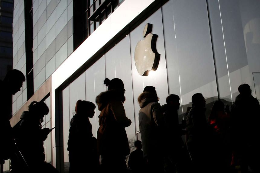 People line up at an Apple store shortly before it opens in Beijing, China, on Jan 3, 2017.