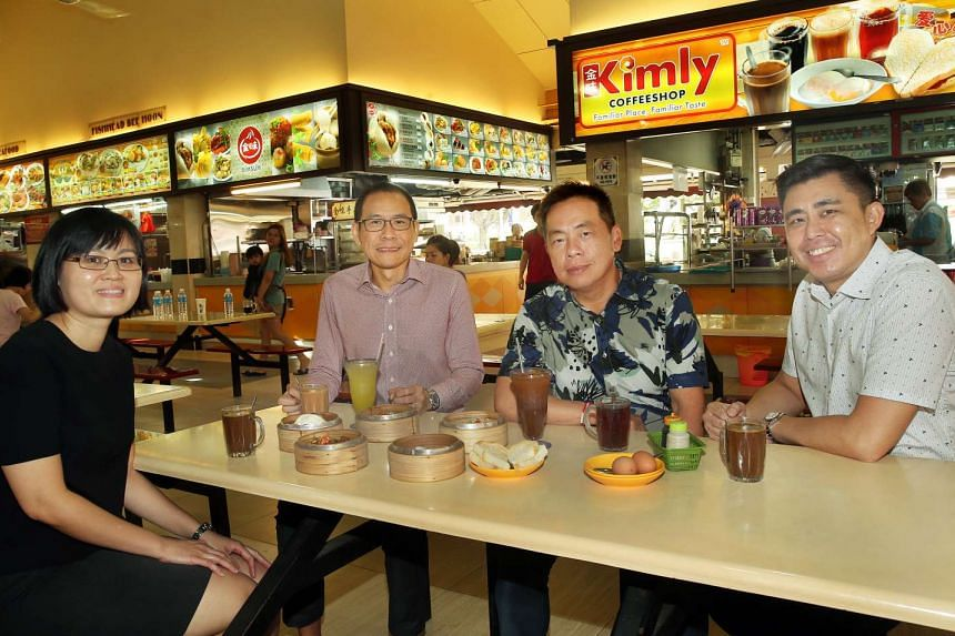 Kimly executive director Vincent Chia (second from left) and executive chairman Lim Hee Liat (third from left).