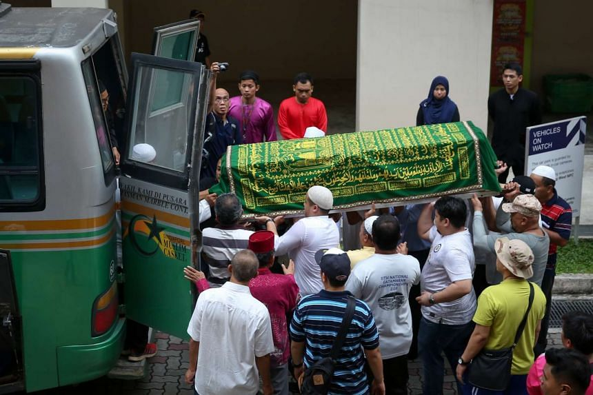 Body of Slemat Rakisan being moved from the house at Yung Ping Road to the mosque, Masjid Al-Mukminin.